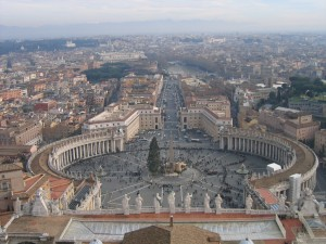 Blick auf den Petersplatz im Vatikan