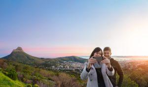 Pärchen macht ein Selfie in Kapstadt