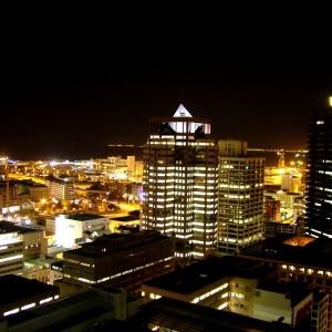 Skyline bei Nacht, Kapstadt, Südafrika